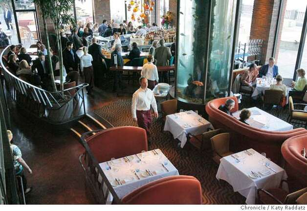 The bar, dining room, and tall aquariums, at Waterbar, the seafood restaurant of Pat Kuleto's on the Embarcadero in San Francisco, on Monday, March 31, 2008.  Photo by Katy Raddatz / San Francisco Chronicle Photo: KATY RADDATZ