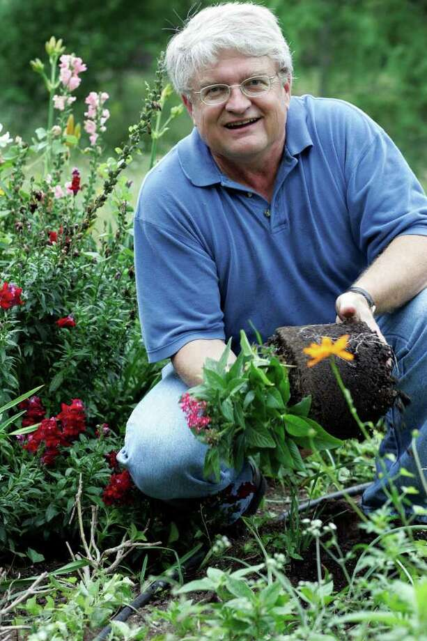 SA LIFE; GARDEN BLOG C FINCH; 05/19/05. SAWS conservation manager Calvin Finch is shown in his garden. Photo: J. MICHAEL SHORT