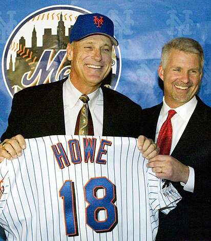 New York Mets general manager Steve Phillips (R) introduces the team's new manager, Art Howe, at a news conference at Shea Stadium in New York, October 28, 2002. Howe, the former manager of the Oakland As and the Houston Astros, is replacing Bobby Valentine, who was fired at the end of the season. REUTERS/Ray Stubblebine Photo: Ray Stubblebine, Reuters