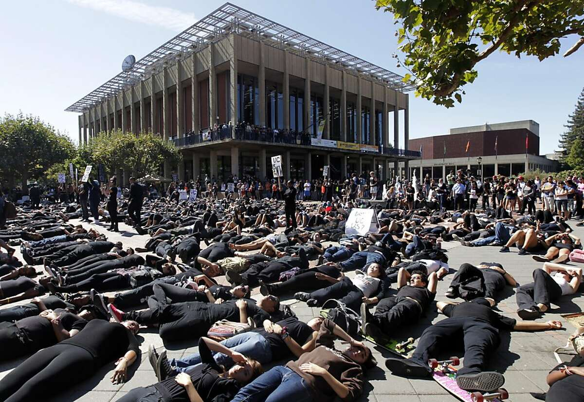 Several hundred protesters stage a counter-demonstration by lying down on Sproul Plaza at Noon while the Berkeley College Republicans hold an