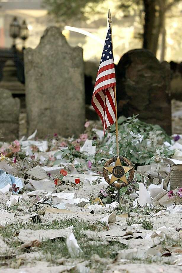An U.S. flag is seen amidst debris in the cemetery at Trinity Church next to the World Trade Center Sept. 13, 2001. Photo: Afp, AFP/Getty Images