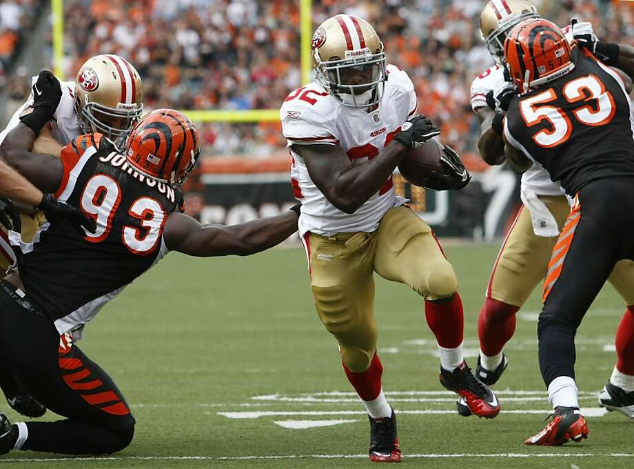 San Francisco 49ers running back Kendall Hunter (32) runs for a seven-yard touchdown past Cincinnati Bengals defensive end Michael Johnson (93) and linebacker Thomas Howard (53) in the second half of an NFL football game on Sunday, Sept. 25, 2011, in Cincinnati. (AP Photo/Ed Reinke) Photo: Ed Reinke, AP