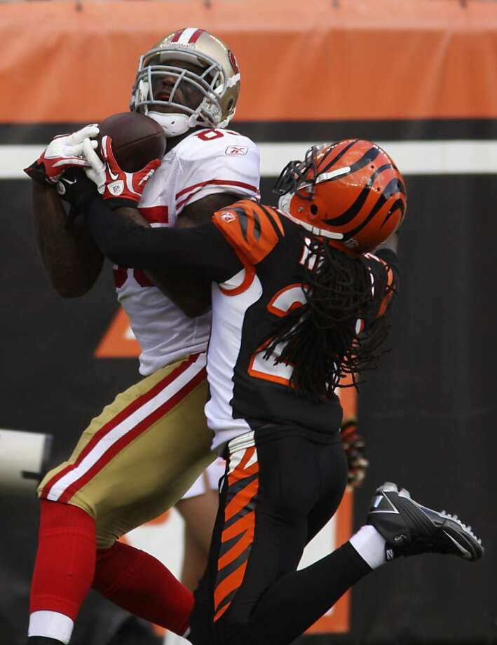 San Francisco 49ers tight end Vernon Davis (85) catches a 39 yard pass against Cincinnati Bengals safety Reggie Nelson (20) in the second half of an NFL football game, Sunday, Sept. 25, 2011, in Cincinnati. (AP Photo/Tom Uhlman) Photo: Tom Uhlman, AP