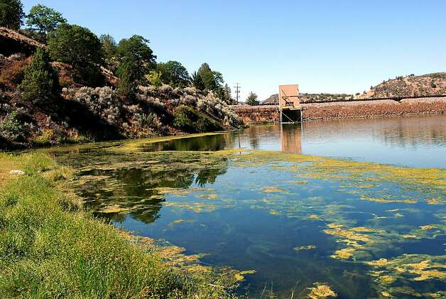 This Aug. 21, 2009, file photo shows algae in the reservoir behind Iron Gate Dam on the Klamath River near Hornbrook, Calif.   The U.S. Environmental Protection Agency announced Tuesday, Jan. 4, 2011,  it has approved California's water quality improvement plan for the Klamath, which runs 255 miles from the city of Klamath Falls in Southern Oregon to the Pacific Ocean on the north coast of California.  (AP Photo/Jeff Barnard, File) Ran on: 01-05-2011 Algae blooms in the reservoir behind the Iron Gate Dam along the Klamath River near Hornbrook (Siskiyou County). Photo: Jeff Barnard, AP