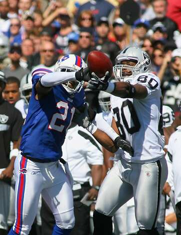 ORCHARD PARK, NY - SEPTEMBER 18:  Leodis McKelvin #21 of the Buffalo Bills reaches in to break up a pass intended for  Derek Hagan #80 of the Oakland Raiders at Ralph Wilson Stadium on September 18, 2011 in Orchard Park, New York.  (Photo by Rick Stewart/Getty Images) Photo: Rick Stewart, Getty Images