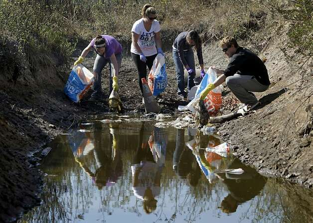 Volunteers pick up trash from the shoreline of the bay near Highway 101 and Candlestick Park in San Francisco, Calif. on  Saturday, Sept. 17, 2011. Photo: Paul Chinn, The Chronicle