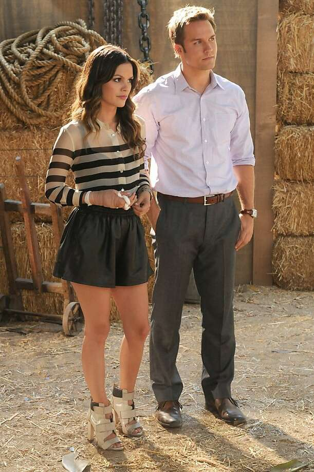 """Gumbo & Glory""-- Pictured  (L-R)  Rachel Bilson as Dr. Zoe Hart and Scott Porter as George Tucker  in HART OF DIXIE on THE CW. Photo: Michael Yarish, THE CW"