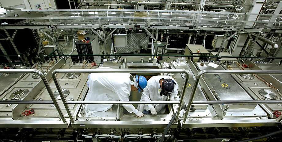 Workers perform scheduled maintenance on equipment used to produce cylindrical shaped solar cell modules at the Solyndra Inc. manufacturing facility in Fremont, California, U.S., on Tuesday, Nov. 23, 2010. Global manufacturing capacity in the $28 billion solar panel market is set to soar to 30,000 megawatts by 2013 from 10,104 megawatts last year, according to Bloomberg New Energy Finance data. Photographer: Ken James/Bloomberg Workers perform scheduled maintenance on equipment used to produce cylindrical shaped solar cell modules at the Solyndra Inc. manufacturing facility in Fremont, California, U.S., on Tuesday, Nov. 23, 2010. Global manufacturing capacity in the $28 billion solar panel market is set to soar to 30,000 megawatts by 2013 from 10,104 megawatts last year, according to Bloomberg New Energy Finance data. Photographer: Ken James/Bloomberg Photo: Ken James, Bloomberg