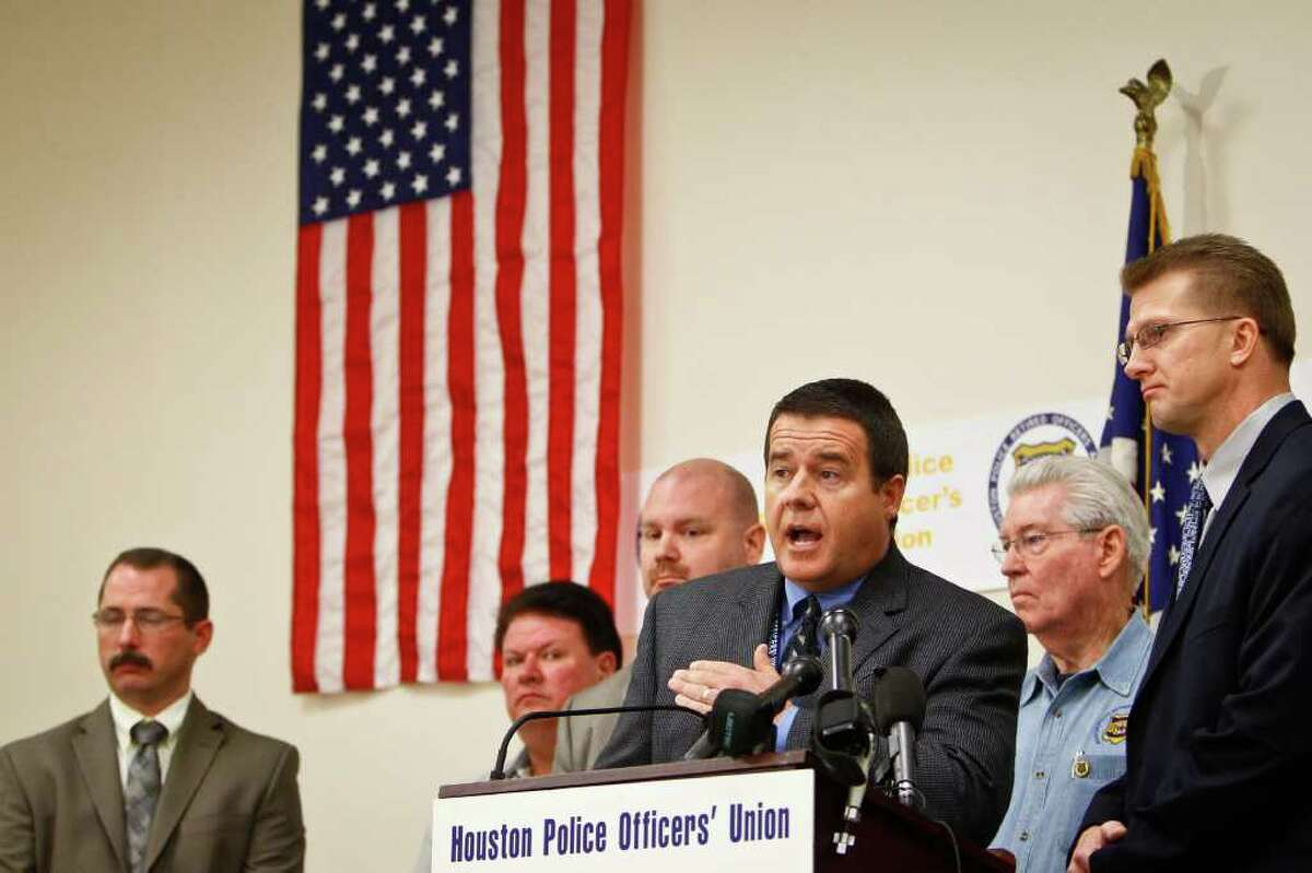 Michael Paulsen : Chronicle STATING THEIR CASE: Ray Hunt, of the Houston Police Officers' Union, takes the microphone Tuesday with other members of the major police and deputies unions in Harris County to issue a public vote of no confidence in District Attorney Pat Lykos.
