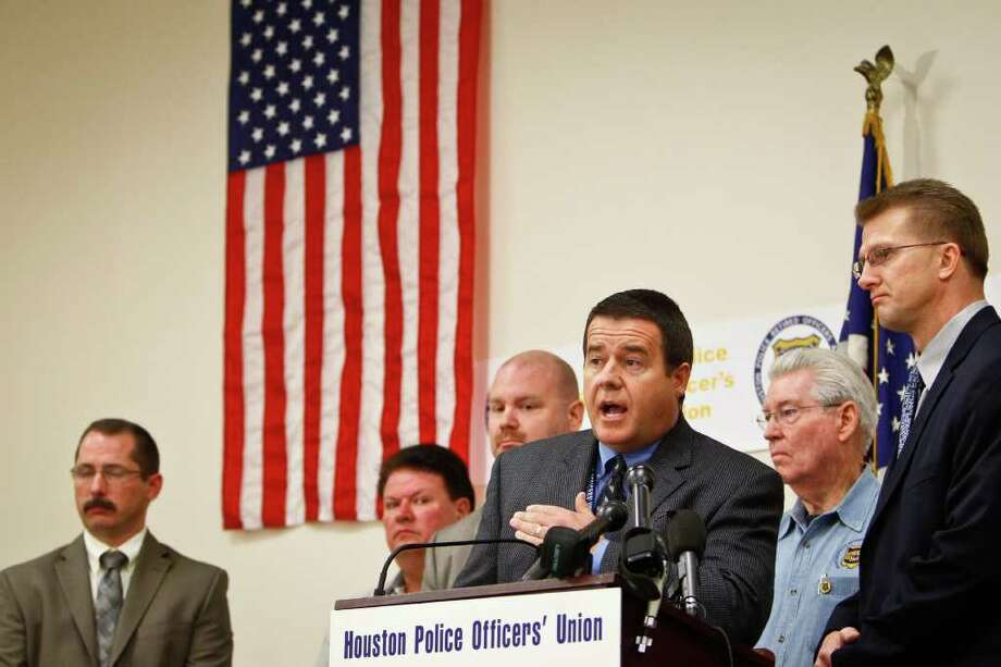 Michael Paulsen : Chronicle STATING THEIR CASE: Ray Hunt, of the Houston Police Officers' Union, takes the microphone Tuesday with other members of the major police and deputies unions in Harris County to issue a public vote of no confidence in District Attorney Pat Lykos. Photo: Michael Paulsen / © 2011 Houston Chronicle