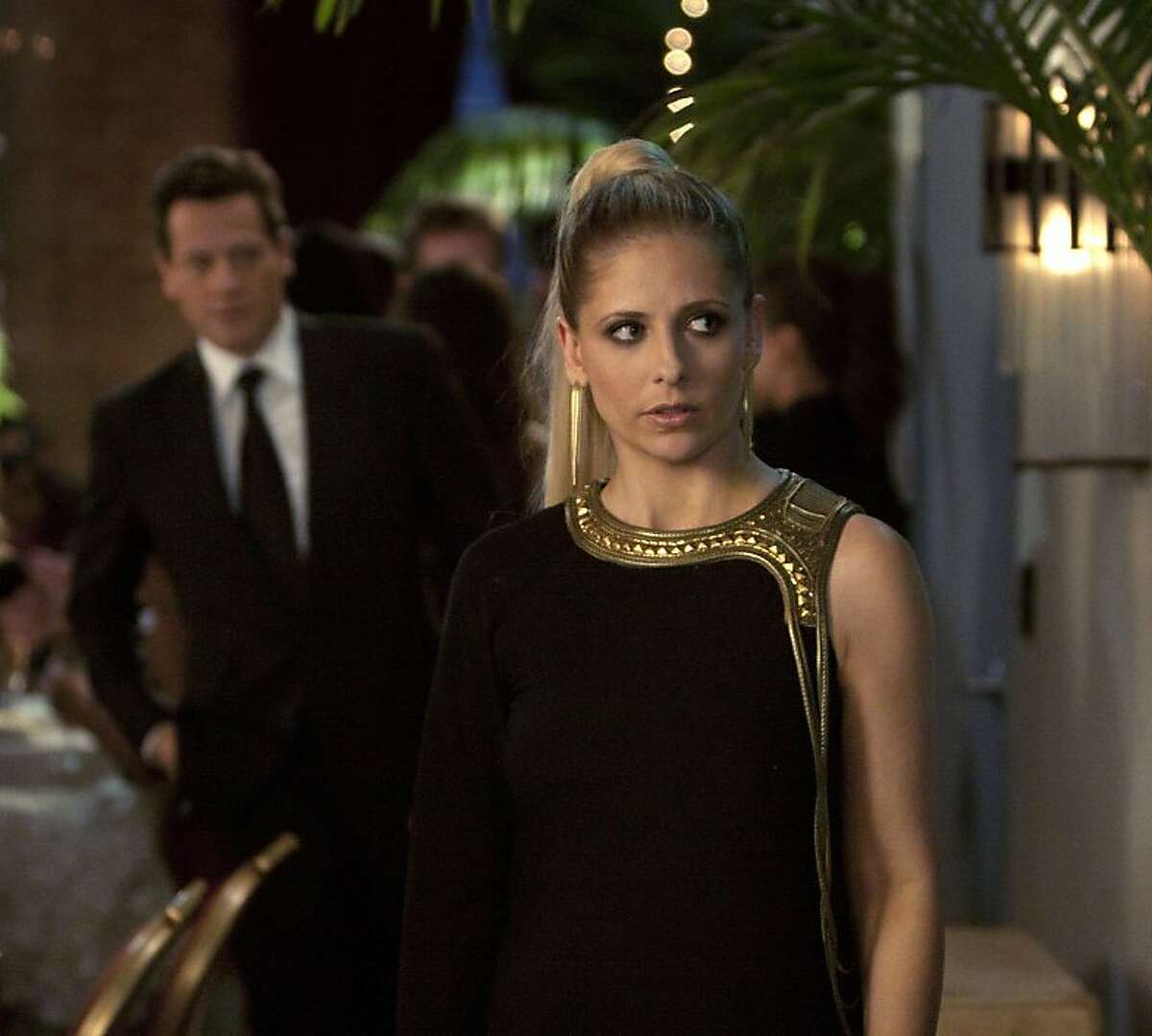 """""""She's RuiningEverything"""" -- Ioan Gruffudd as Andrew Martin and Sarah Michelle Gellar as Bridget Kelly/Siobhan Martin on Ringer on The CW."""