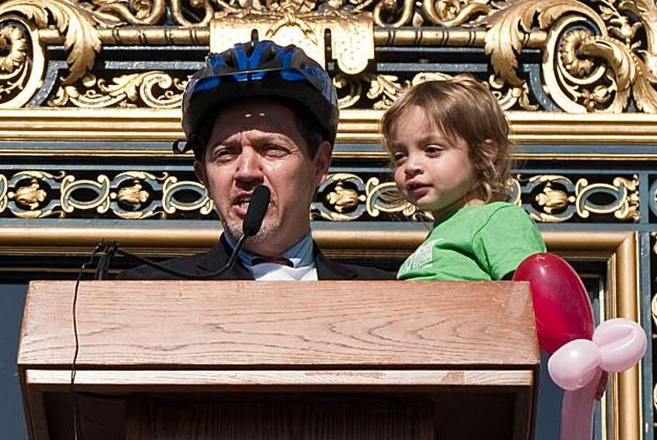 Supervisor Bevan Dufty speaks during a press conference at City Hall on Bike to Work Day 2009. SONY DSC Photo: San Francisco Bicycle Coalition