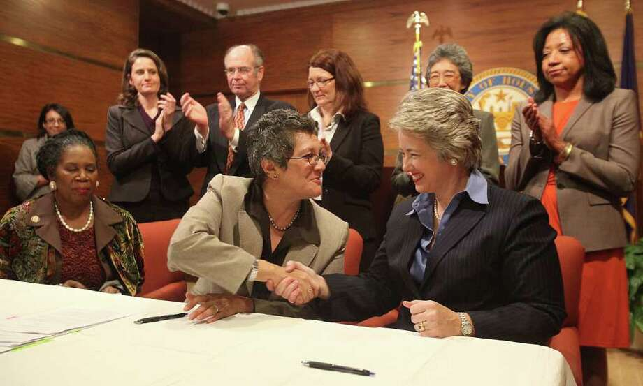 MAYRA BELTRAN : CHRONICLE IN GOOD HANDS: Mercedes Marquez, Assistant Secretary of the U.S. Department of Housing and Urban Development, shakes hands with Mayor Annise Parker after signing an agreement between the City of Houston and HUD at City Hall. Photo: Mayra Beltran / © 2011 Houston Chronicle