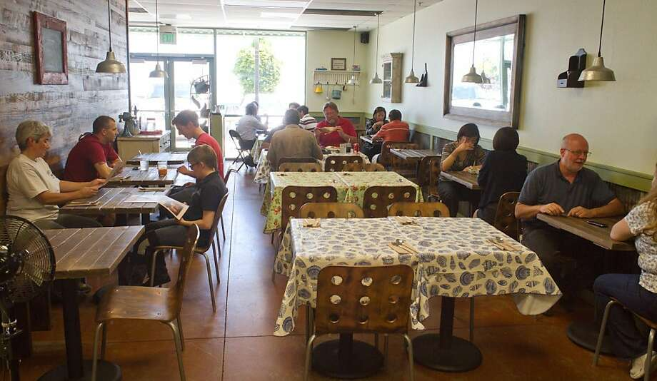 Diners enjoy lunch at Tin Thai Kitchen in Livermore, Calif., on Thursday September 1, 2011. Photo: John Storey, Special To The Chronicle