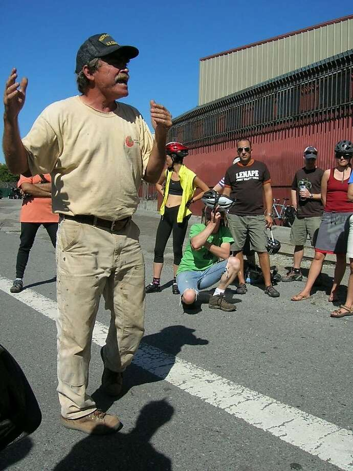 Greg Braswell talks to riders about S.F.'s sewers during last year's Sewer Ride. Photo: Miles Epstein