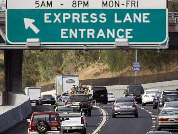 A sign directs traffic to merge into the I-680 Express Lane at the Valleatos Road on Monday, September 20, 2010, in Sunol, Calif. The Bay Area's first Express Lane opens for its first day of operations on I-680 South over the Sunol grade between Pleasanton and Milpitas.  Ran on: 09-21-2010 The I-680 express lane entrance at Vallecitos Road opened for solo drivers with FasTrak on Monday. Ran on: 09-21-2010 The I-680 express lane entrance at Vallecitos Road opened for solo drivers with FasTrak on Monday. Photo: Adm Golub, The Chronicle