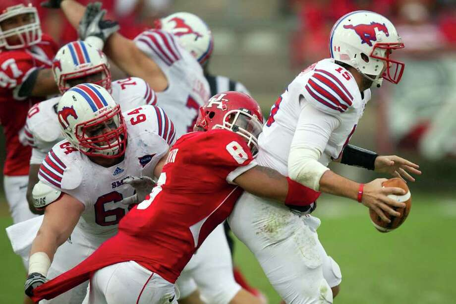 GOT HIS MAN: UH linebacker Sammy Brown (8) sacks SMU's J.J. McDermott despite a distraction from behind. Quarterback Case Keenum called the Cougars' defensive showing in the Nov. 19 game the best he can remember. Photo: Smiley N. Pool / © 2011  Houston Chronicle