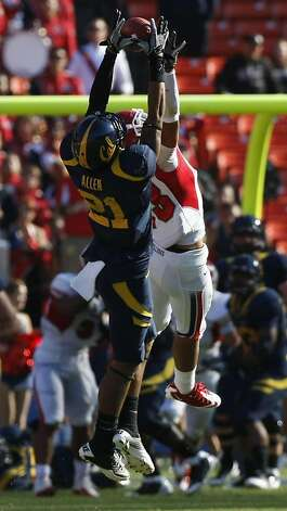 Cal's Keenan Allen (21) catches a Zach Maynard pass over Fresno State Deron Smith (13) for a first down in the first half at San Francisco's Candlestick Park Saturday September 3, 2011.  Ran on: 09-04-2011 Cal's Keenan Allen catches a pass from his half brother, Zach Maynard. Photo: Lance Iversen, The Chronicle