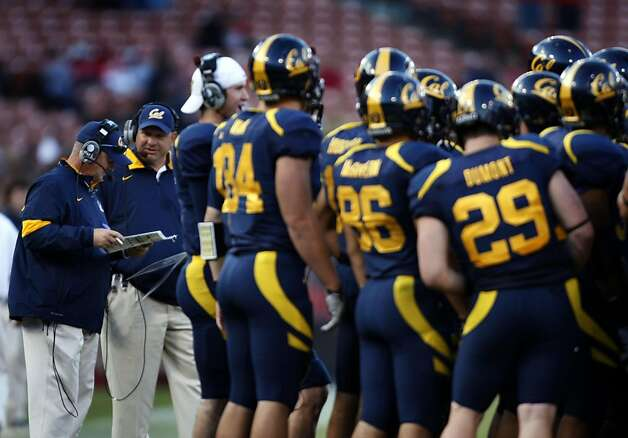 Cal's head coach Jeff TedTedford looks over his play sheet late into the 3rd quarter during their season opener with Fresno State at San Francisco's Candlestick Park Saturday September 3, 2011. Photo: Lance Iversen, The Chronicle