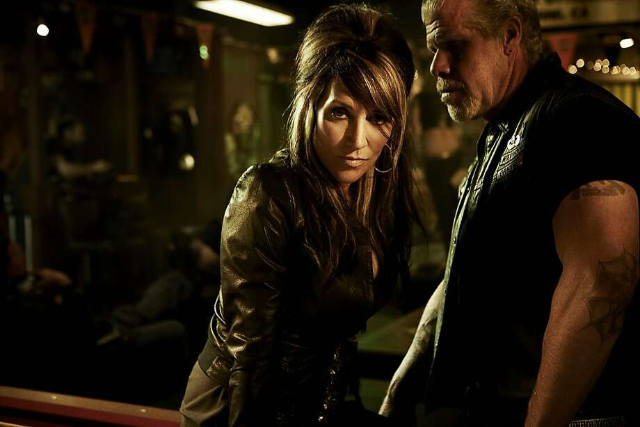 SONS OF ANARCHY: L-R: Katey Sagal and Ron Perlman.  SONS OF ANARCHY: L-R: Katey Sagal and Ron Perlman. CR: James Minchin III / FX Photo: James Minchin III, FX