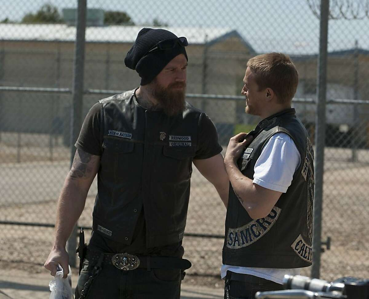 L-R: Ryan Hurst and Charlie Hunnam on SONS OF ANARCHY SONS OF ANARCHY: L-R: Ryan Hurst and Charlie Hunnam on SONS OF ANARCHY airing Tuesday, September 6, 10pm e/p on FX. CR: Prashant Gupta / FX
