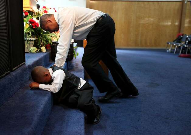 Pastor Mark Jackson prays with Jordan Kirby,4, during a worship service at the True Love Worship Center in Van Nuys, CA on Sunday, July 31, 2011.  Mark Jackson is the new head coach of the Golden State Warriors.(Photo by Sandy Huffaker for the SF Chronicle) Photo: Sandy Huffaker, San Francsico Chronicle