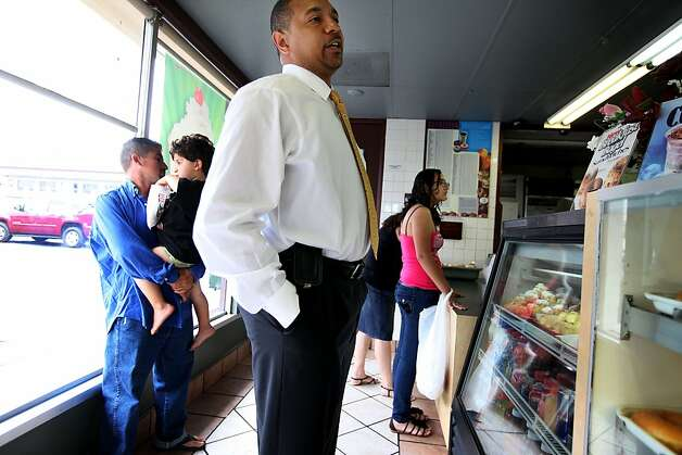 Pastor Mark Jackson buys Donuts before a worship service at the True Love Worship Center in Van Nuys, CA on Sunday, July 31, 2011.  Mark Jackson is the new head coach of the Golden State Warriors.(Photo by Sandy Huffaker for the SF Chronicle) Photo: Sandy Huffaker, San Francsico Chronicle