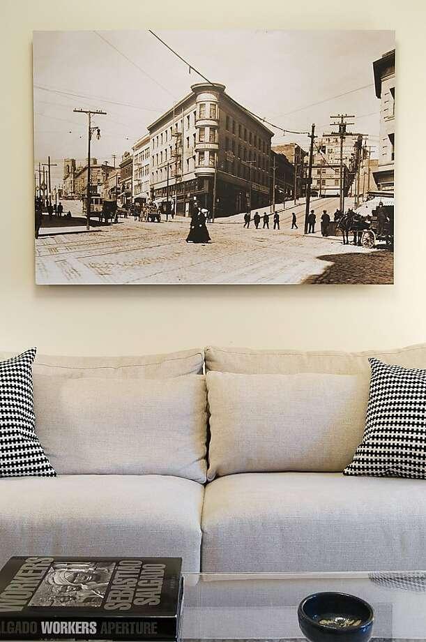 Living room art Photo: Jennifer Jones, Niche Interiors
