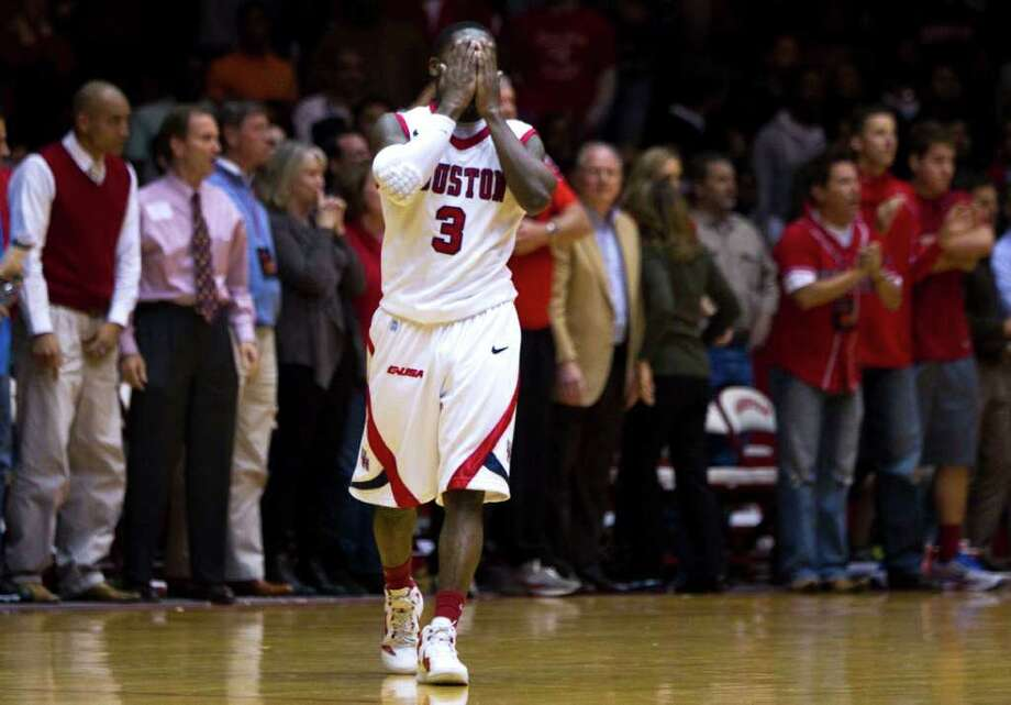 BRETT COOMER: CHRONICLE PAINFUL TWIST: J.J. Thompson knew UH was on shaky ground after a foul was called with 1.1 seconds remaining, setting up the winning free throws by LSU's Storm Warren. Photo: Brett Coomer / © 2011 Houston Chronicle