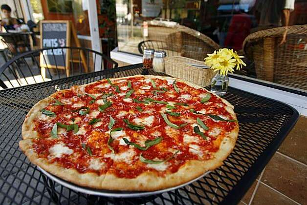 BobbyGs_04_JMM.JPG The Margherita pizza sits on a table at the Bobby G's Pizzeria on University Avenue in Berkeley on Monday July 23, 2007. Event on 7/23/07 in Berkeley.  JAKUB MOSUR / The Chronicle Photo: Jakub Mosur, SFC