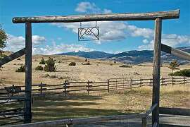 Dennis Quaid's ranch is located in the Paradise Valley of southwest Montana.