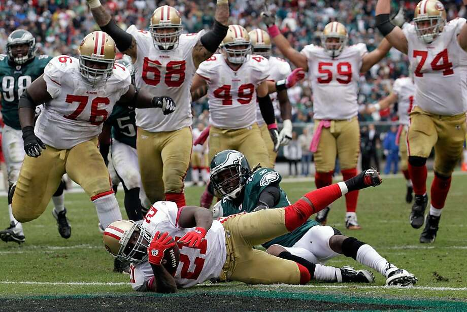 PHILADELPHIA, PA - OCTOBER 02:  Frank Gore #21 of the San Francisco 49ers scores a touchdown while being tackled by Asante Samuel #22 of the Philadelphia Eagles during the second half at Lincoln Financial Field on October 2, 2011 in Philadelphia, Pennsylvania. The 49ers defeated the Eagles 24-23.  (Photo by Rob Carr/Getty Images) Photo: Rob Carr, Getty Images