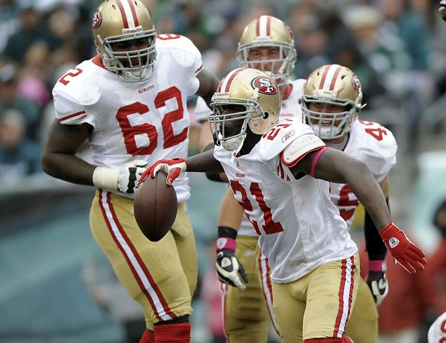 San Francisco 49ers running back Frank Gore (21) celebrates with his teammates after his touchdown in the second half of an NFL football game with the Philadelphia Eagles Sunday, Oct. 2, 2011 in Philadelphia. 49ers won 24-23. (AP Photo/Michael Perez) Photo: Michael Perez, AP