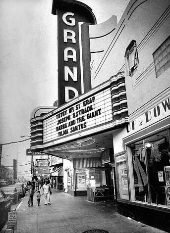 The Grand Theater on on Mission Street is now a dollar store. Dec. 13, 1976. Photo: Susan Ehmer, The Chronicle