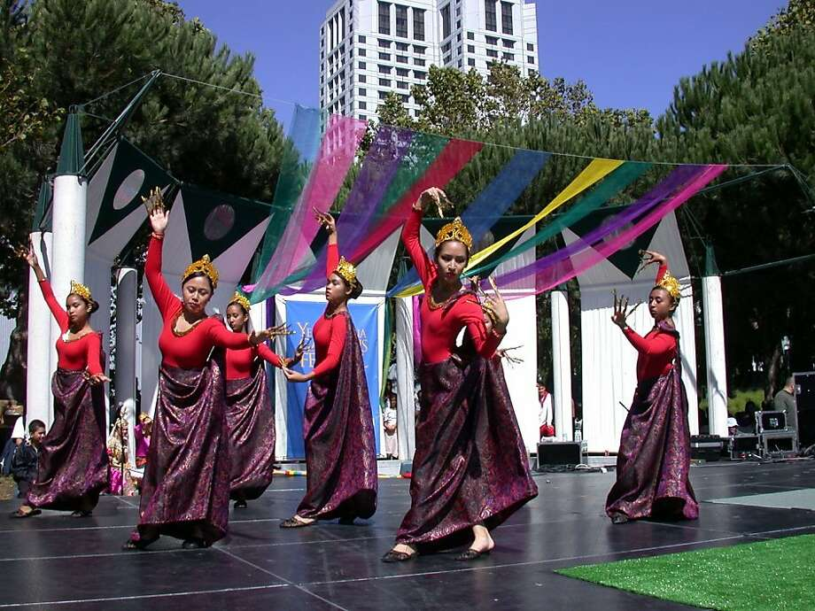 The 18th annual Pistahan Parade and Festival, celebrating Filipino culture and cuisine, takes place Aug. 13-14 at Yerba Buena Gardens, Mission Street between Third and Fourth streets. Parade at 11 a.m. Sat., Festival 11a.m-5 p.m. Sat. and Sun. (510) 825-9530. pistahan.net. File Name : DSCN8739.JPG File Size : 660.0KB (675857 Bytes) Date Taken : 0000/00/00 00:00:00 Image Size : 2048 x 1536 pixels Resolution : 300 x 300 dpi Bit Depth : 8 bits/channel Protection Attribute : Off Hide Attribute : Off Camera ID : N/A Camera : E995 Quality Mode : NORMAL Metering Mode : Matrix Exposure Mode : Programmed Auto Speed Light : No Focal Length : 8.2 mm Shutter Speed : 1/232.1 second Aperture : F7.5 Exposure Compensation : 0 EV White Balance : Auto Lens : Built-in Flash Sync Mode : N/A Exposure Difference : N/A Flexible Program : N/A Sensitivity : Auto Sharpening : Auto Image Type : Color Color Mode : N/A Hue Adjustment : N/A Saturation Control : Normal Tone Compensation : Auto Latitude(GPS) : N/A Longitude(GPS) : N/A Altitude(GPS) : N/A Photo: Pistahan Festival
