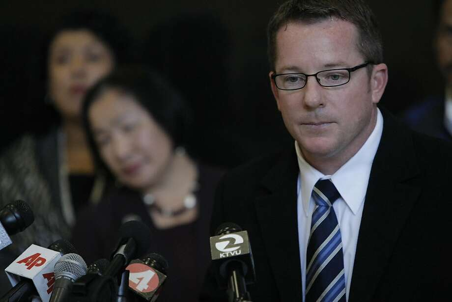 Sergeant Randy Wingate, one of the lead investigators of a shooting that killed one and wounded six on Willow St. in Oakland, takes questions during a press conference in Oakland, Calif., on Tuesday, Nov. 29, 2011. Photo: Dylan Entelis, The Chronicle