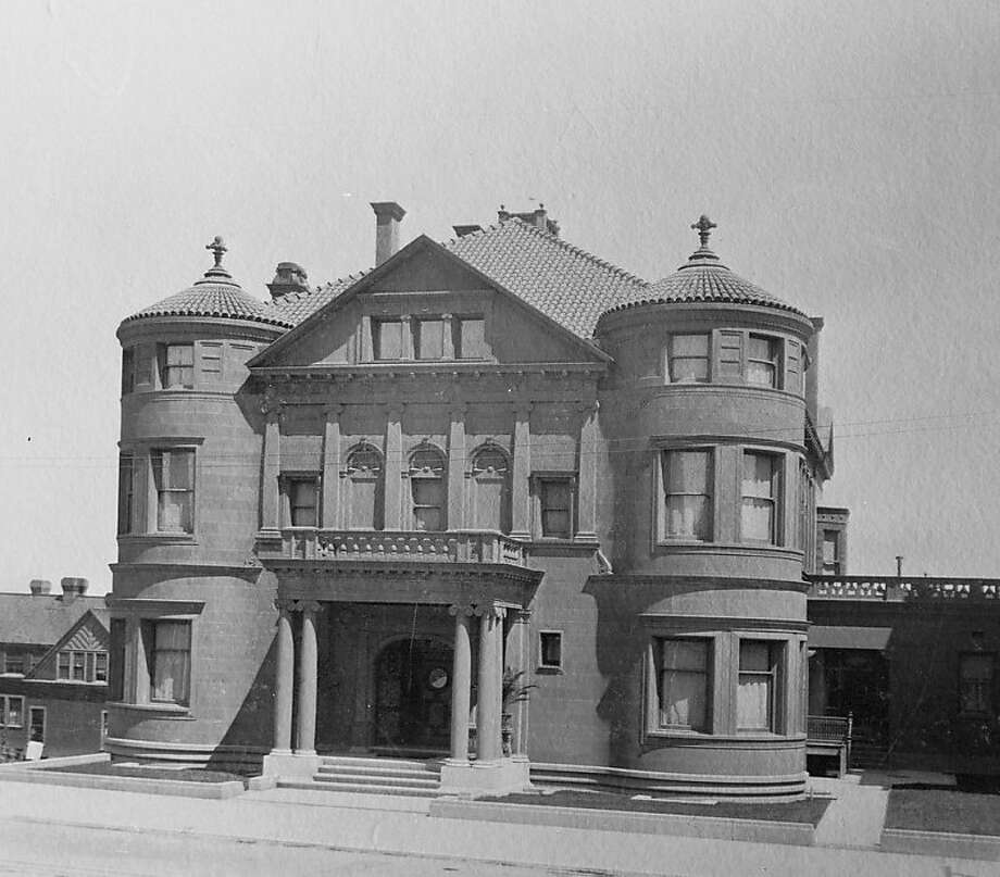 The Whittier Mansion, which survived the 1906 earthquake, remains home to spirit of its original owner William Franklin Whittier, who died in 1917. The mansion still stands at 2090 Jackson Street. Photo: Library Of Congress, Flickr
