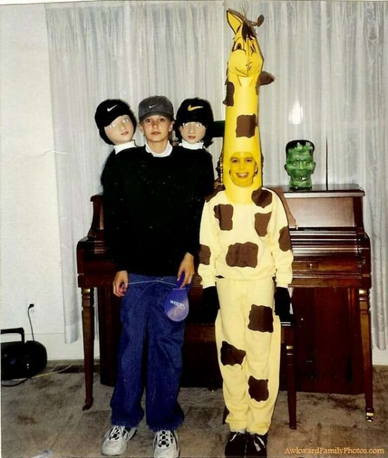 HALLOWEEN COSTUME FAILSThe woman with three heads meets the long-necked giraffe.