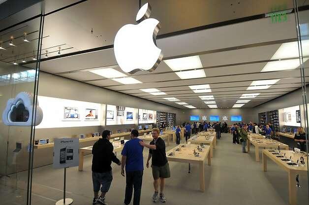 Image Name: Apple Store Northlake Mall Charlotte Nc #1