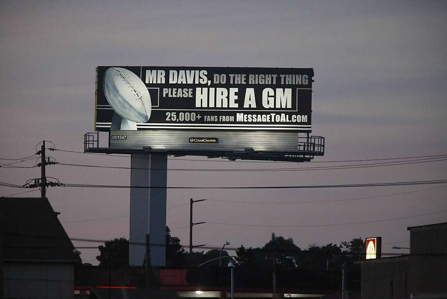 A billboard with advise for the Raiders owner Al Davis sits for all to see on Northbound I 880 near the High Street Exit on Tuesday Dec. 1, 2009 in Oakland, Calif.   Ran on: 12-02-2009 A billboard directed at Raiders owner Al Davis, paid for by frustrated fans of the team, was put up Tuesday on I-880 North near the High Street exit in Oakland. Ran on: 12-02-2009 A billboard directed at Raiders owner Al Davis, paid for by frustrated fans of the team, was put up Tuesday on I-880 North near the High Street exit in Oakland. Photo: Mike Kepka, The Chronicle