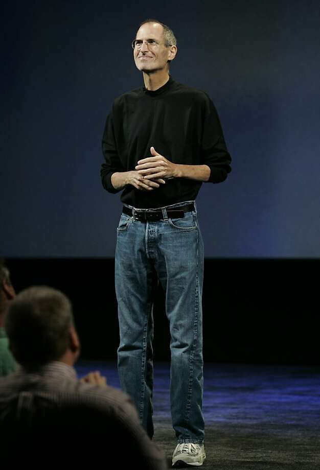 ** FOR USE AS DESIRED, YEAR END PHOTOS ** FILE - Apple CEO Steve Jobs smiles as he receives a standing ovation at an Apple event in San Francisco, in this Sept. 9, 2009 file photo. (AP Photo/Paul Sakuma, File)  Ran on: 12-25-2009 Apple CEO Steve Jobs is reportedly happy with the company's tablet. Photo: Paul Sakuma, AP