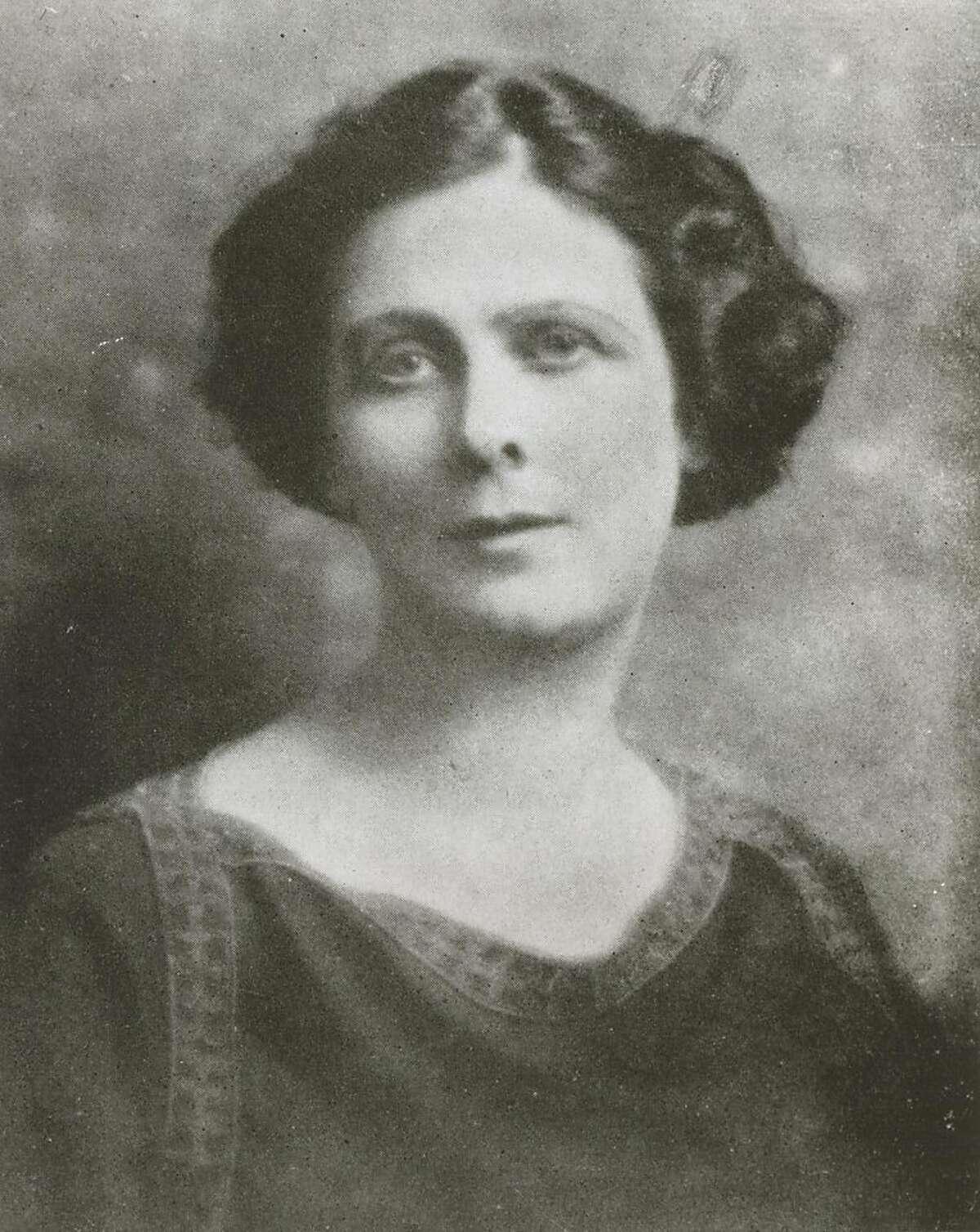 dance_144_2.jpg date unknown Isadora Duncan Ran on: 03-09-2009 Isadora Duncan made her dancing debut in 1890 in Oakland.