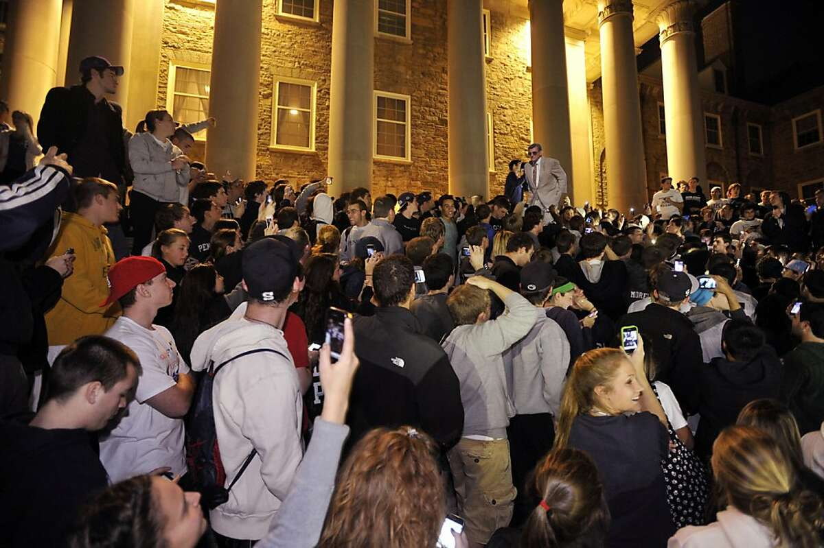 Penn State students chant for Joe Paterno to coach