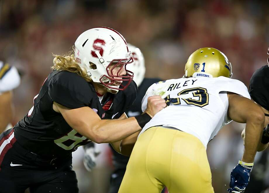 Saturday, Oct 1, 2010: Ryan Hewitt blocks in Stanford's 45-19 win over UCLA at Stanford Stadium.  Stanford, Ca - Saturday, Oct 1, 2010: Stanford 45-19 win over UCLA at Stanford Stadium. Photo: John Todd, Stanfordphoto.com