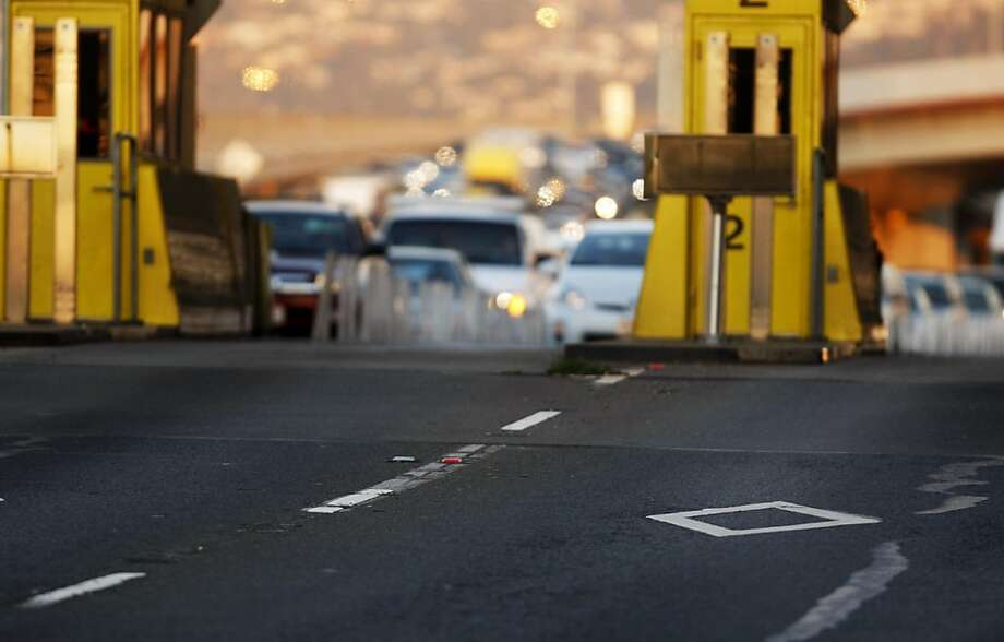 Afternoon westbound rush hour traffic through the carpool lane at the Oakland-San Francisco toll plaza in Oakland, Calif. on Friday Nov. 4, 2011. Photo: Tim Maloney, The Chronicle