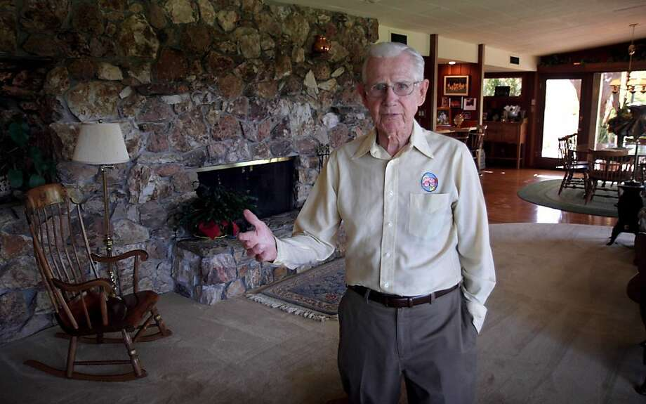 "FILE - In this June 21, 2006 file photo, cartoonist Bil Keane, creator of the comic strip ""Family Circus,"" poses in his home in Paradise Valley, Ariz. A spokeswoman for King Features Syndicate, the comic strip's distributor, says Keane died Tuesday, Nov. 8, 2011.  He was 89. (AP Photo/East Valley Tribune, Paul O'Neill) MAGS OUT, NO SALES, MANDATORY CREDIT Photo: Paul O'Neill, AP"