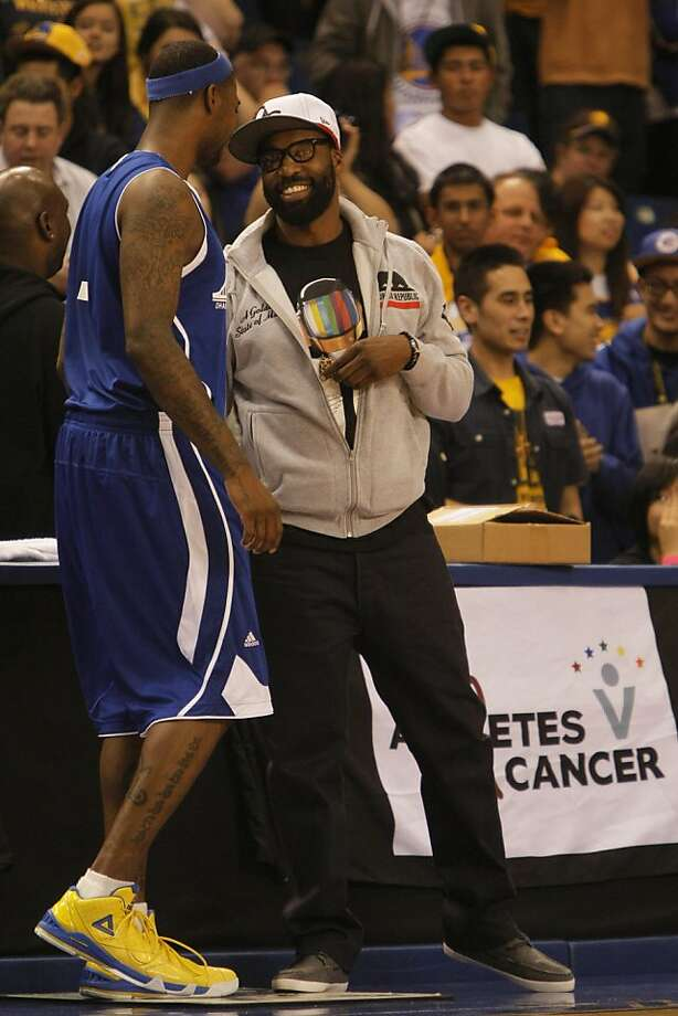 Current Golden State Warriors guard Dorell Wright greets Former Golden State Warriors star Baron Davis during a charity basketball game at the Event Center at San Jose St. University in San Jose , Calif., on Saturday, Nov. 5, 2011. Photo: Dylan Entelis, The Chronicle