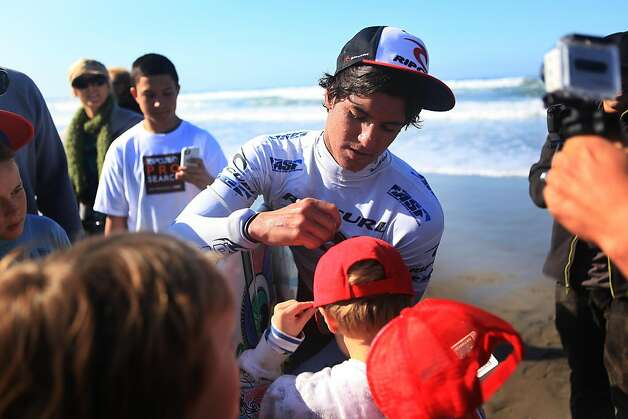 Gabriel Medina (l to r) of Brazil signs an autograph for a fan after surfing in the quarter finals of the  Rip Curl Pro Search  surfing competition at Ocean Beach on Monday, November 7, 2011 in San Francisco, Calif.  Medina won the Rip Curl Pro Search competition. Photo: Lea Suzuki, The Chronicle