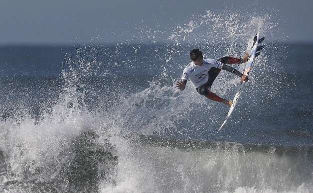 Gabriel Medina of Brazil surfs in the semi finals of the Rip Curl Pro Search surfing competition at Ocean Beach on Monday, November 7, 2011 in San Francisco, Calif.  Medina won the Rip Curl Pro Search 2011 competition. Photo: Lea Suzuki, The Chronicle