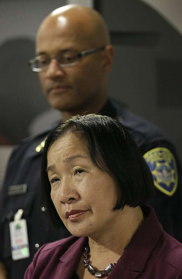 Oakland Mayor Jean Quan, foreground, and Oakland Police Interim Chief Howard Jordan are shown at a news conference in Oakland, Calif., Thursday, Nov. 3, 2011. (AP Photo/Jeff Chiu)  Ran on: 11-06-2011 Jean Quan with Chief Howard Jordan. Ran on: 11-06-2011 Jean Quan with Chief Howard Jordan. Photo: Jeff Chiu, AP